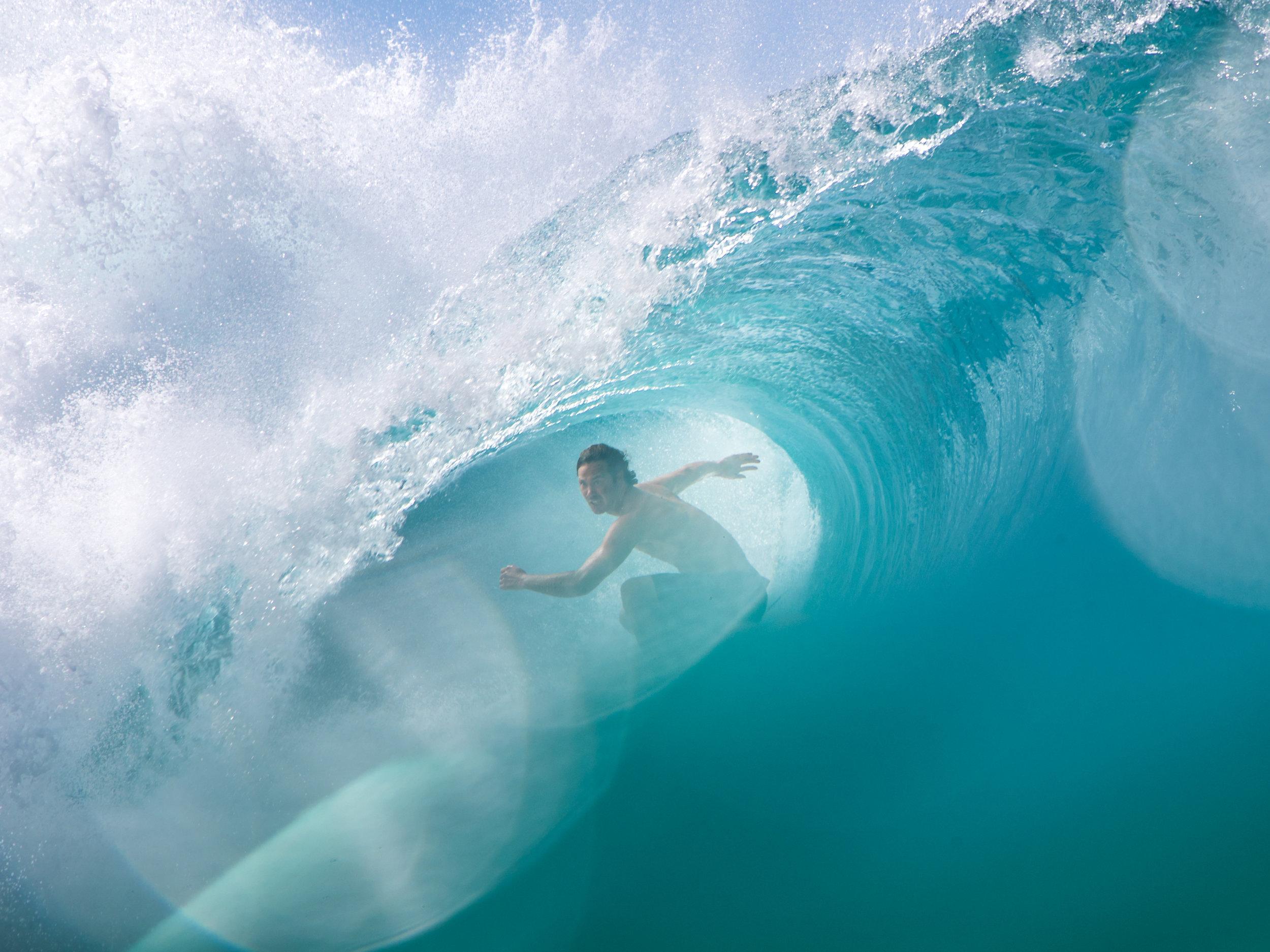 jordy smith pipeline surfing