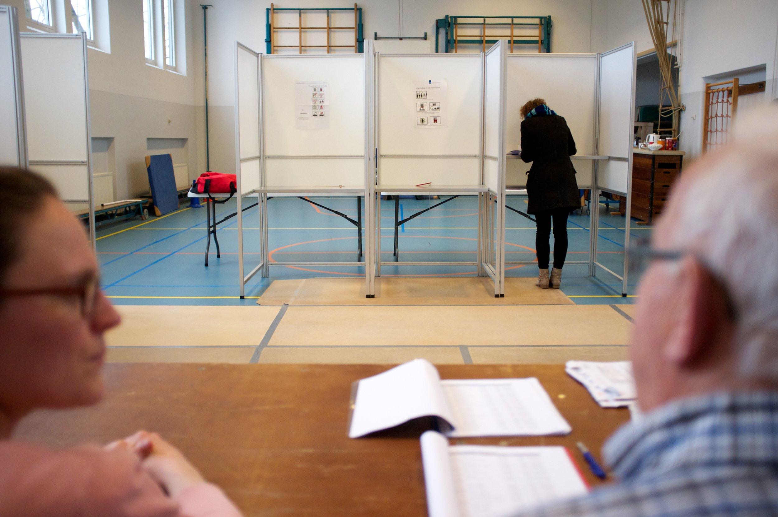 Stemlokaal_provinciale_verkiezingen_2015_(16668953348).jpg