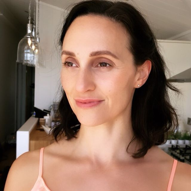 #lifestyle shoot #btsphotography of my model yesterday @mariadespina  #lifestyle #makeupforcamera #camera #iphone #pastel #beachready #summer #sunnydays #summermakeup #nomakeupmakeup