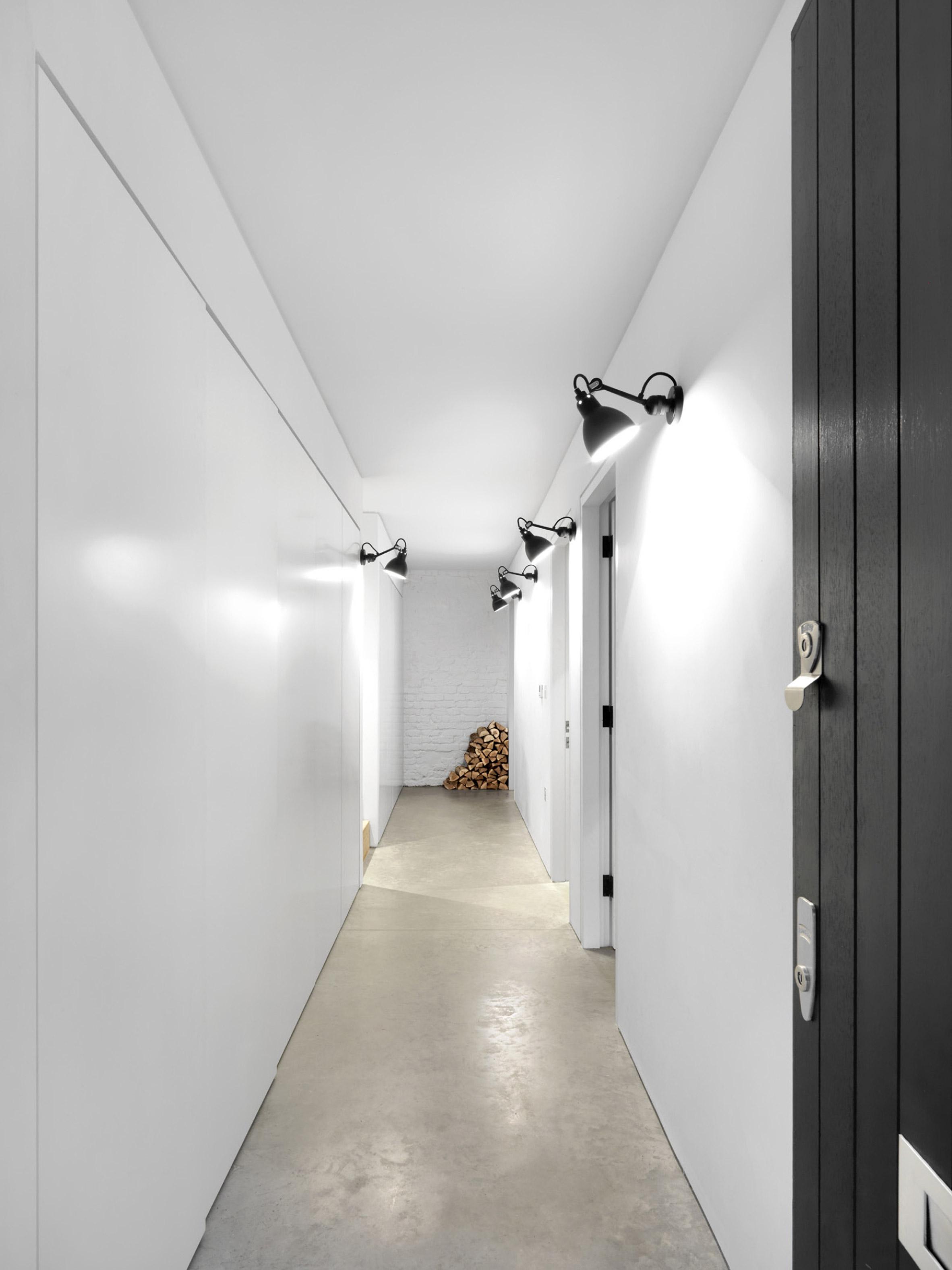 black-white-mews-2.jpg