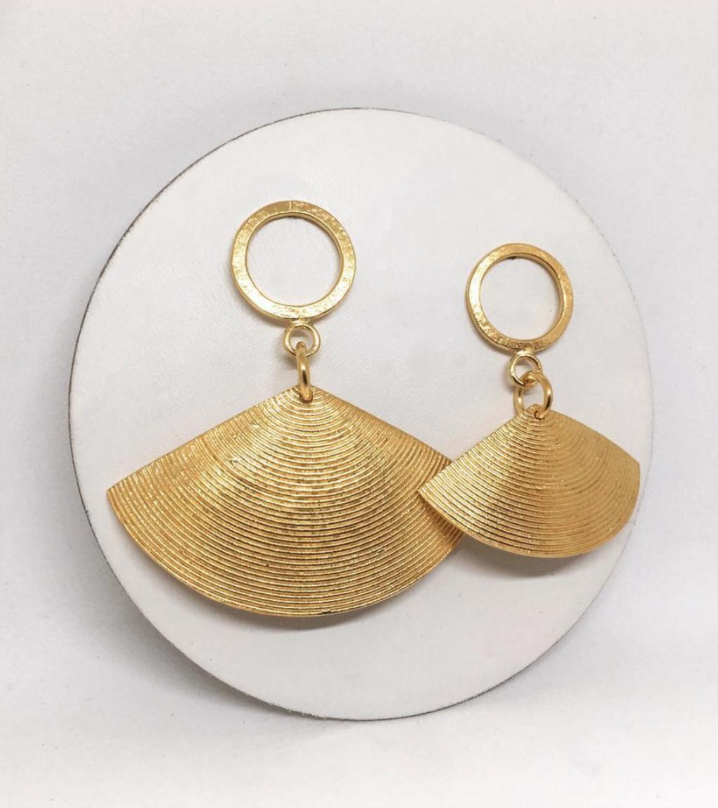 Rokus Gold Fan Earrings