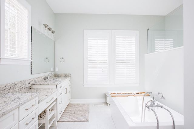 Between the color palette + the airy feel of this bathroom, we're getting all the spa vibes from this custom build 👏🏼 Can you imagine spending a self-care Sunday in here?⁣ .⁣ .⁣ .⁣ .⁣ .⁣ #christianharthomes #selfcaresunday #spavibes #homedesign #beautifulhomes #interiors #designbuild #bathroomgoals #bathroomdesign #interiordesign #bathroominspo #bathroomdecor #bathroominspiration #wilmingtonnc