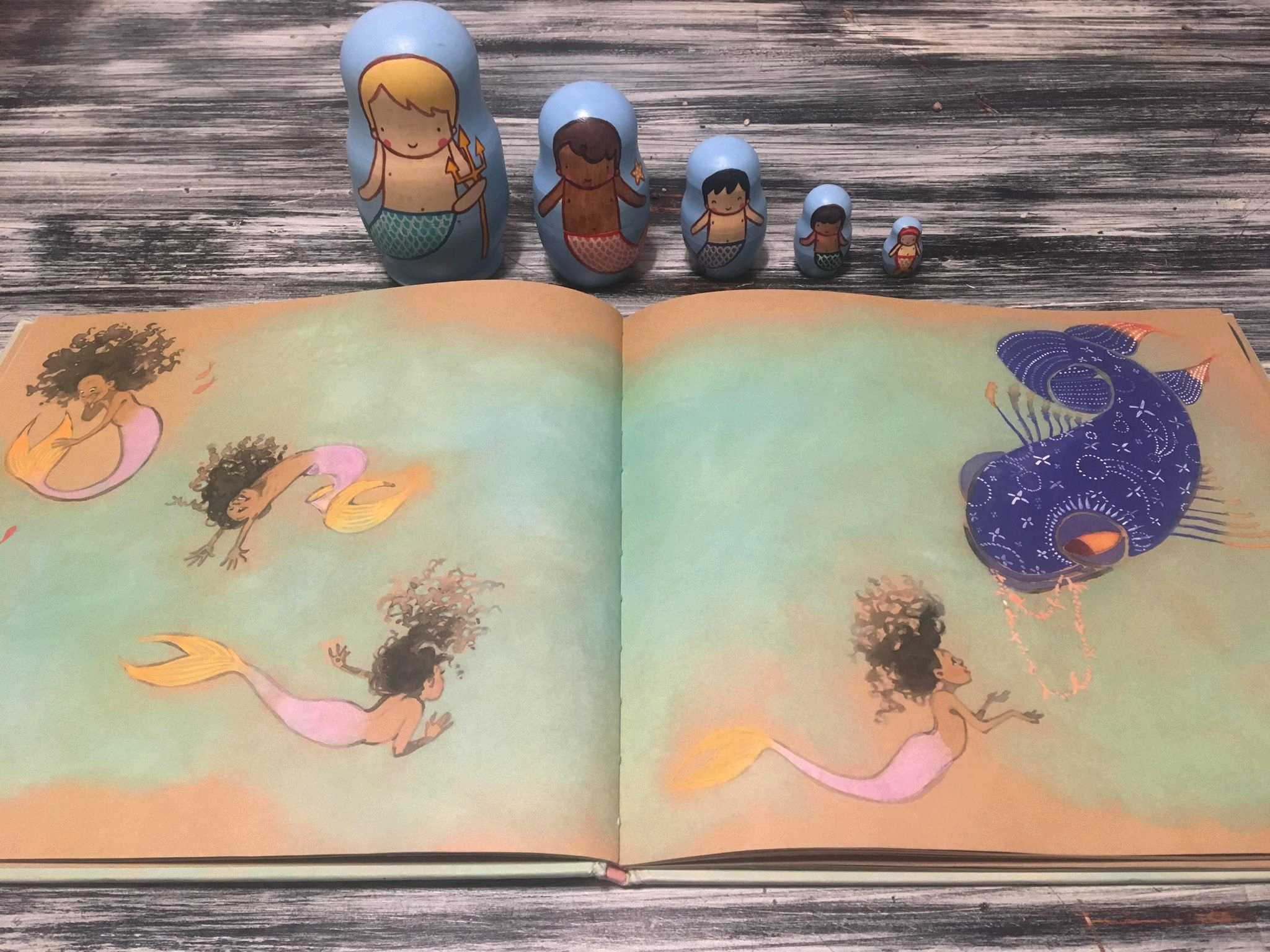 The entire book is fully of dreamy, beautiful illustrations I can't get enough of.