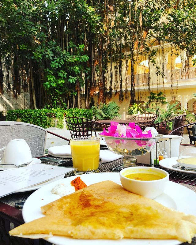 in my version of heaven, there's spicy breakfast dosas and breathtaking views everywhere. thank you for the incredible hospitality @samode_hotels 🥰🌶 #AshniEatsWorld #Jaipur #TakeMeBack