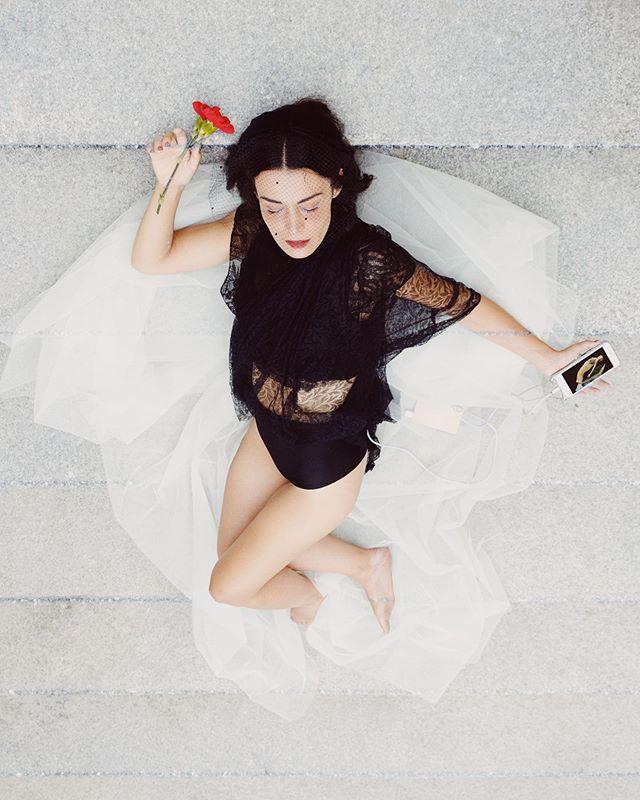 Rinascita es un proyecto que nace desde siempre.  Agosto 2019 . Con @sararivero__ @lucas_delarubia @ralberola @nic_lund @guillermobenet y yo misma. . #rinascita #renacer #art #photo #fotomontaje #photomontage #retiro #agosto #flower