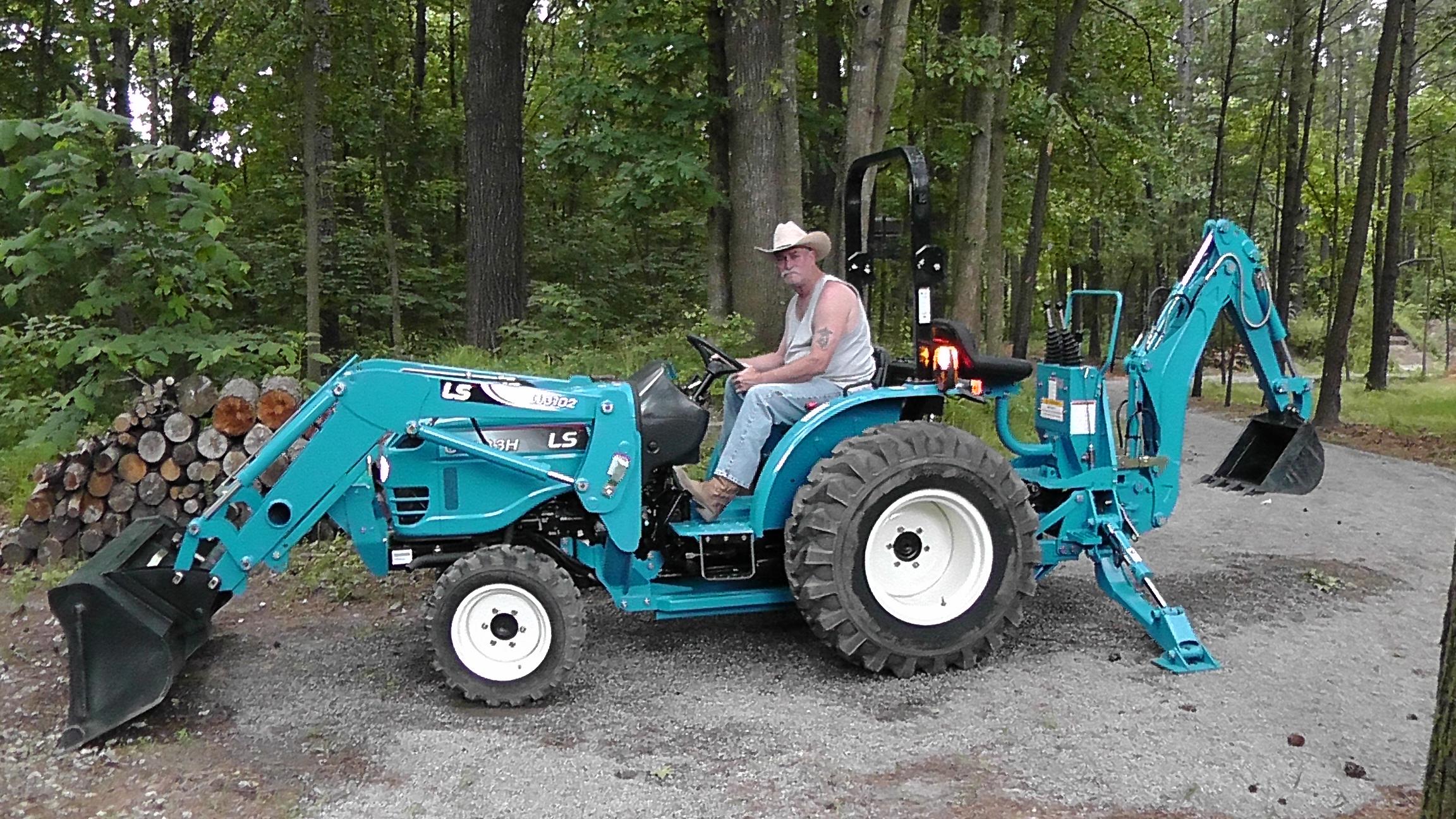 Joe tractor (1).JPG