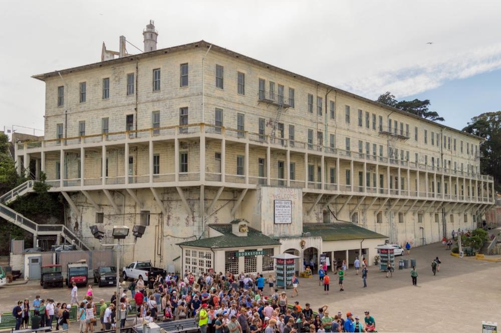 Image: https://commons.wikimedia.org/wiki/File:Building_64,_Alcatraz.jpg