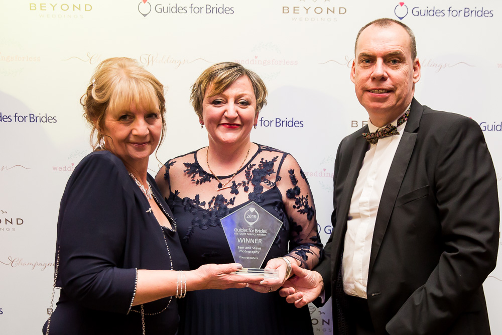 Judy Mansfield presenting Sam and Steve with the Guides for Brides Photography award for 2019. Photo by Nigel Chapman Photography