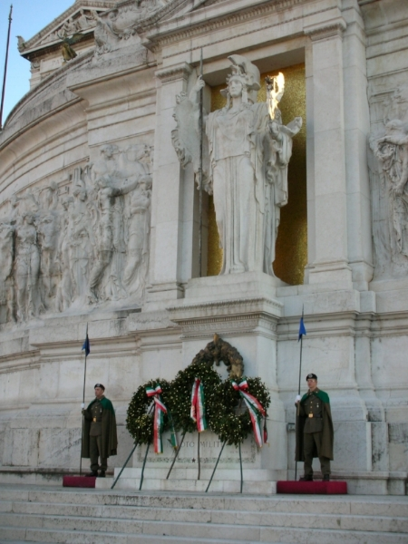 Tomb of the Unknown Soldier,National Monument to Victor Emmanuel II, Rome, Italy SteO153, VittorianoMiliteIgnoto2-SteO153 , CC BY-SA 2.5