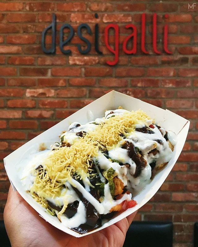 Always in the mood for chaat. Especially it being from @desigalli. Pictured here is the Palak Patte Ki Chat - lightly battered fried spinach leaves with regular chaat ingredients. So good! 10/10