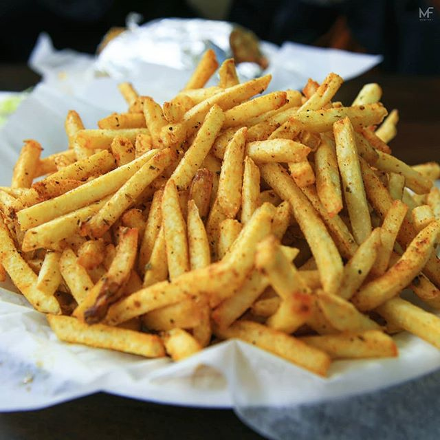 Happy FRY-day yall. Masala fries from the one and only @bbqnite.