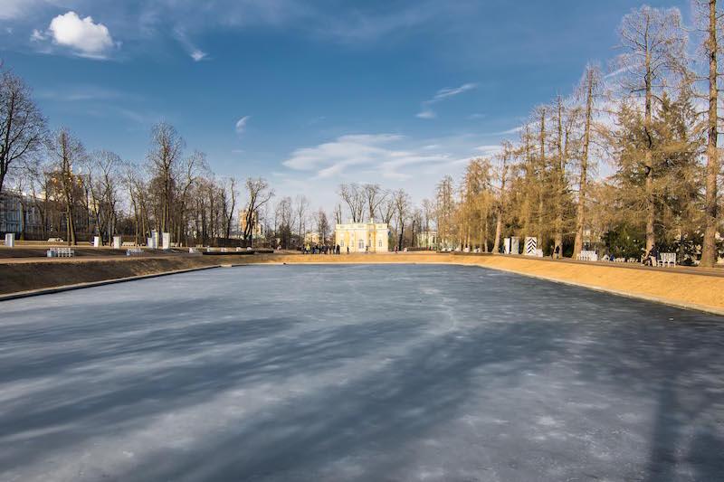 Kolam beku bisa dipake ice skating