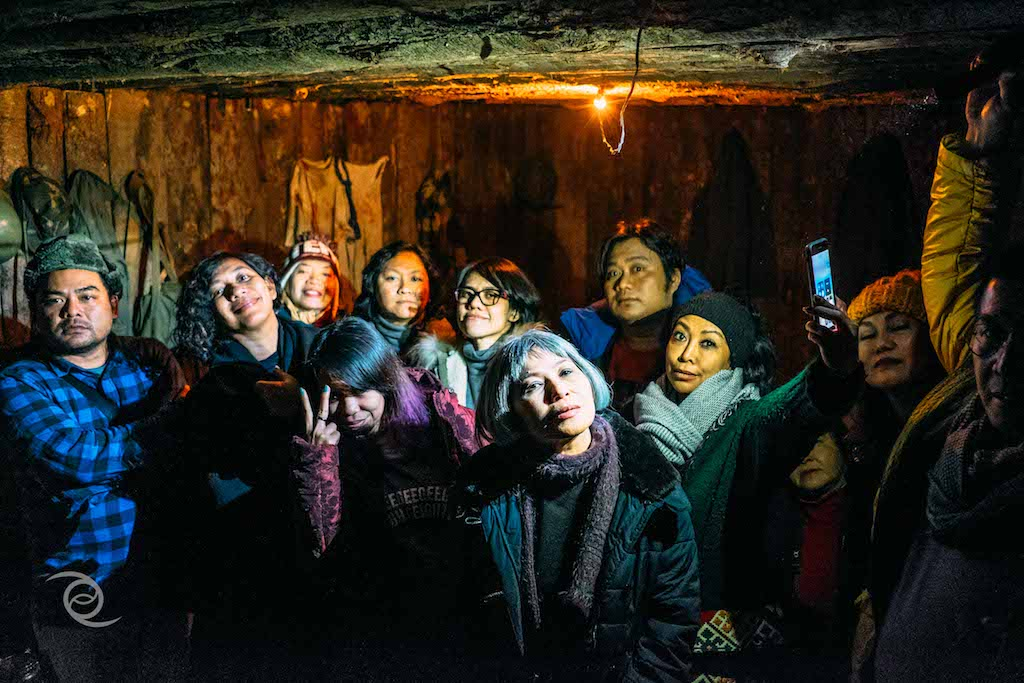 Di dalam sebuah bunker buatan yang sesuai ukuran asli, biasa diisi 20 orang.