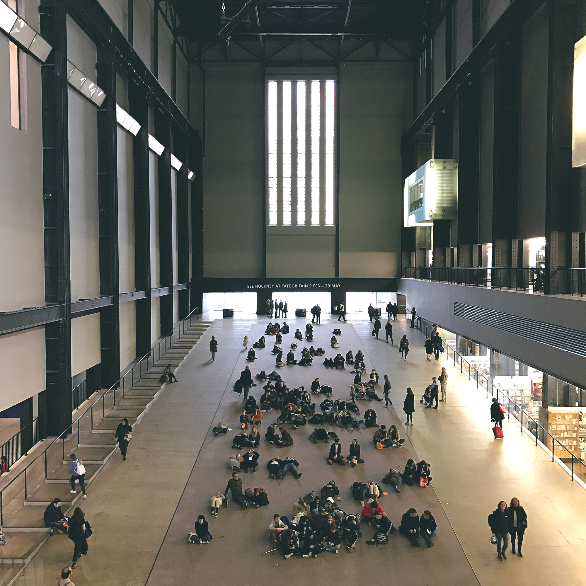 Så fett: Tate Modern. Det bästa var installationen som pågick här i turbinhallen. Mikroorganismer triggade suggestiva sekvenser med ljus, ljus och rörelser som omslöt hela den här stora hallen.