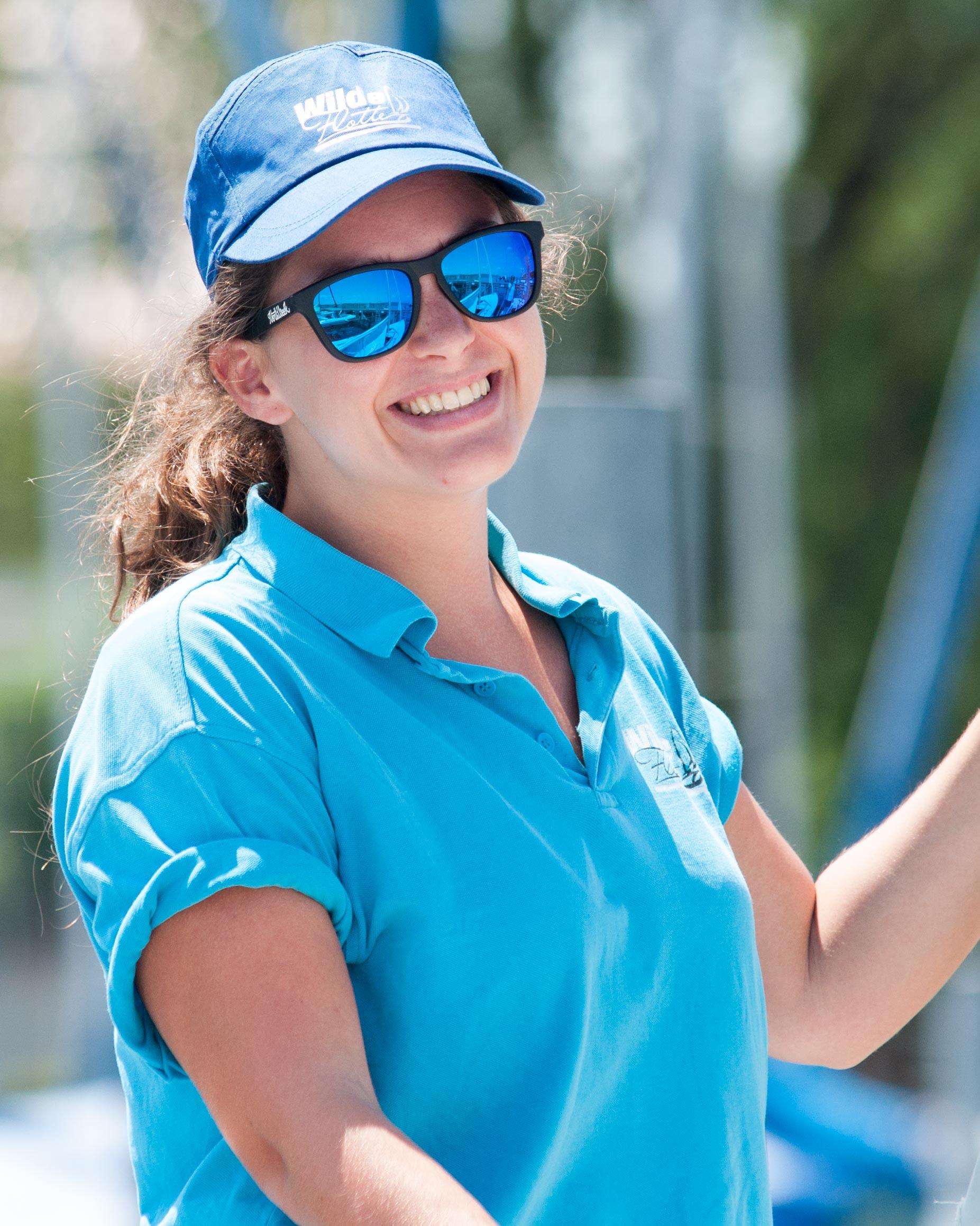 Marina - Seit 2013 Mitglied im Team der Wilden Flotte. Ein Jahr zuvor zog sie nach Konstanz, um hier Biologie und Spanisch auf Lehramt zu studieren. Neben dem Segeln begeistert sie sich fürs Tanzen, Bergwandern, Windsurfen und Reisen.
