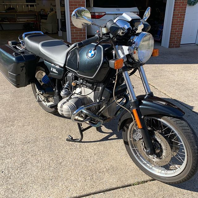 For sale. I'm gonna miss this bike. 1994 R100R. 26k miles. Ready to ride. #bmwairhead #bmwmonoshock #bmwmotorrad #airhead #boxermotor
