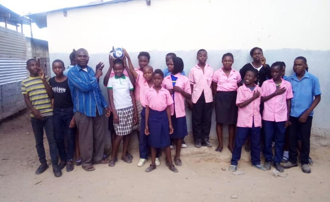 - Generous Community SchoolThere are 198 children at the Generous Community School; 110 are girls. Sparkle and Rise wants to ensure that these girls continue their education. This is where we need your help.