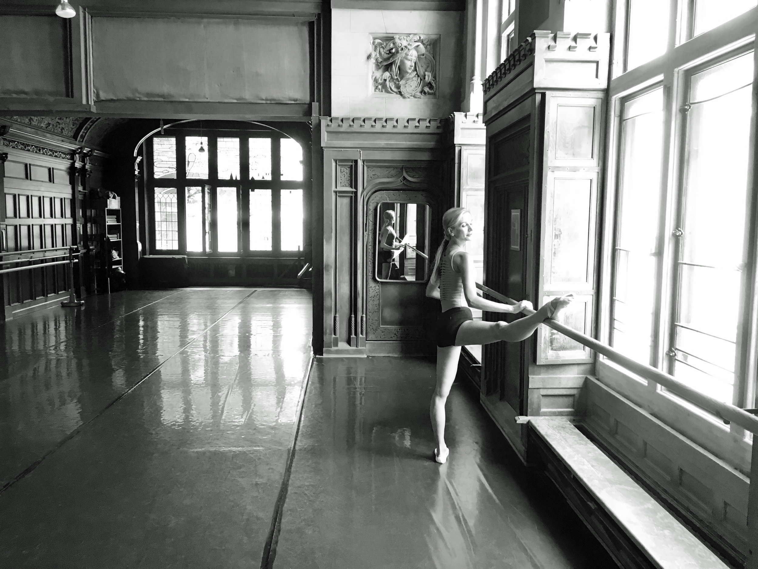 ballet-body-sculpture-contact