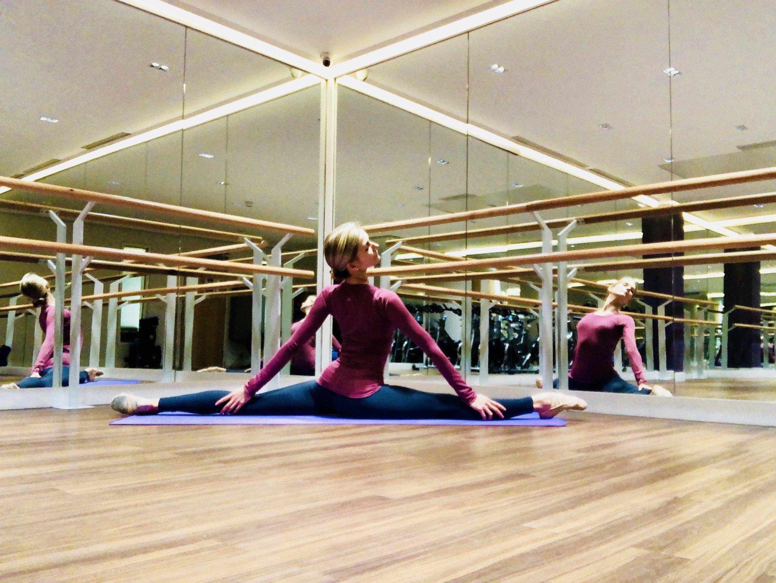 ballet-body-sculpture-classes-flexibility-training