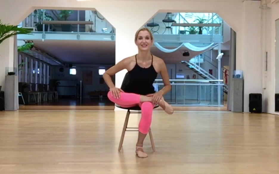 - Place your ankle on top of the opposite thigh and open the knee to the side. Keeping the back straight, slowly press the open knee further down and lean forward.