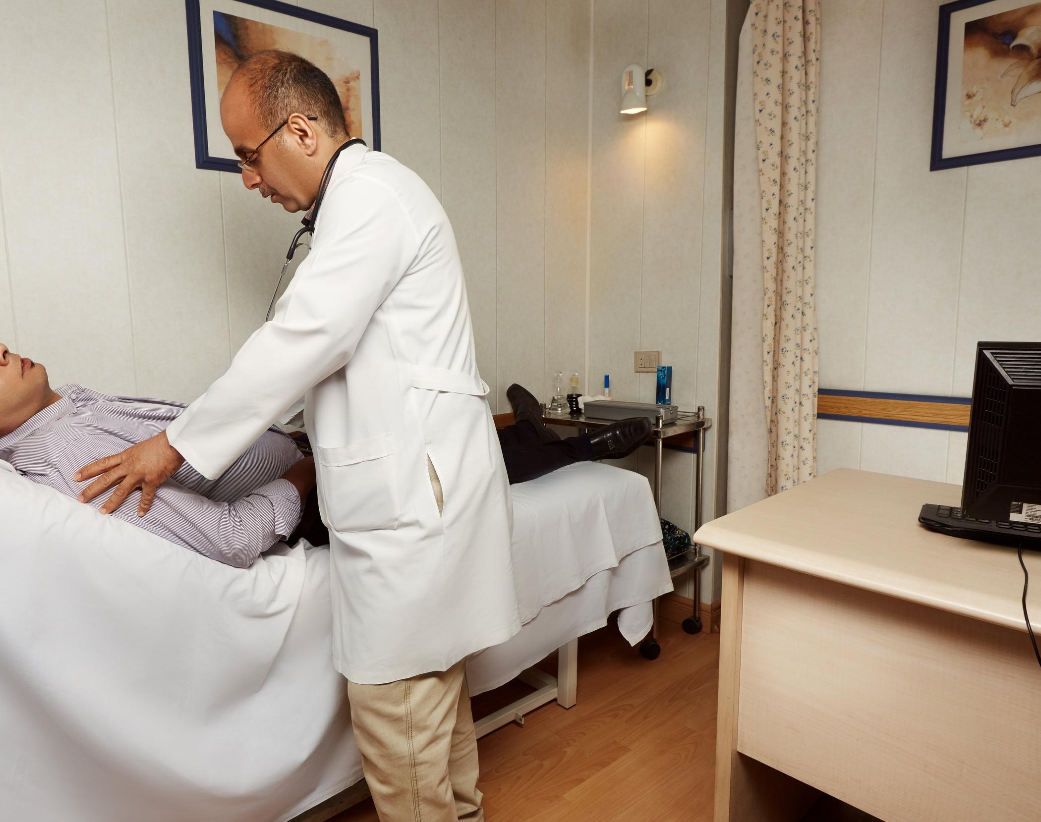 Dr. Salem Check a patient