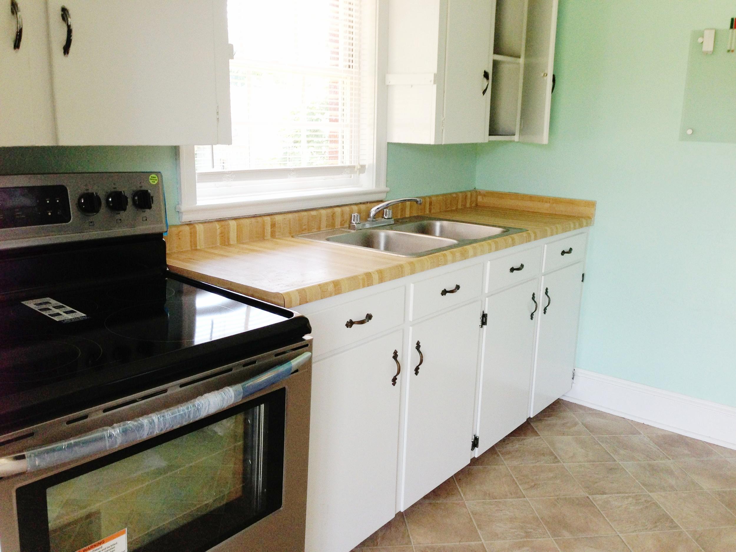 kitchen stove.JPG