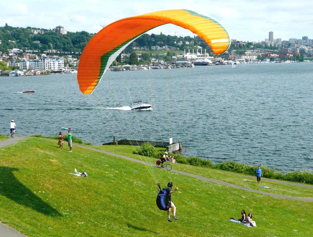 Gasworks Kite glider landing.jpg