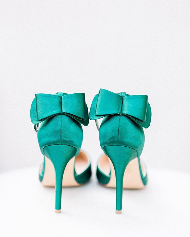 All the details from this styled shoot with @adorncollectiveworkshops were amazing but these green shoes have been some of my favorite wedding shoes to photograph. The pop of color is perfect to bring out some personality. 💃🏻💚 Venue: @shipsofthesea  Design: @gandaweddings  Photography: @staciaddisonphotography