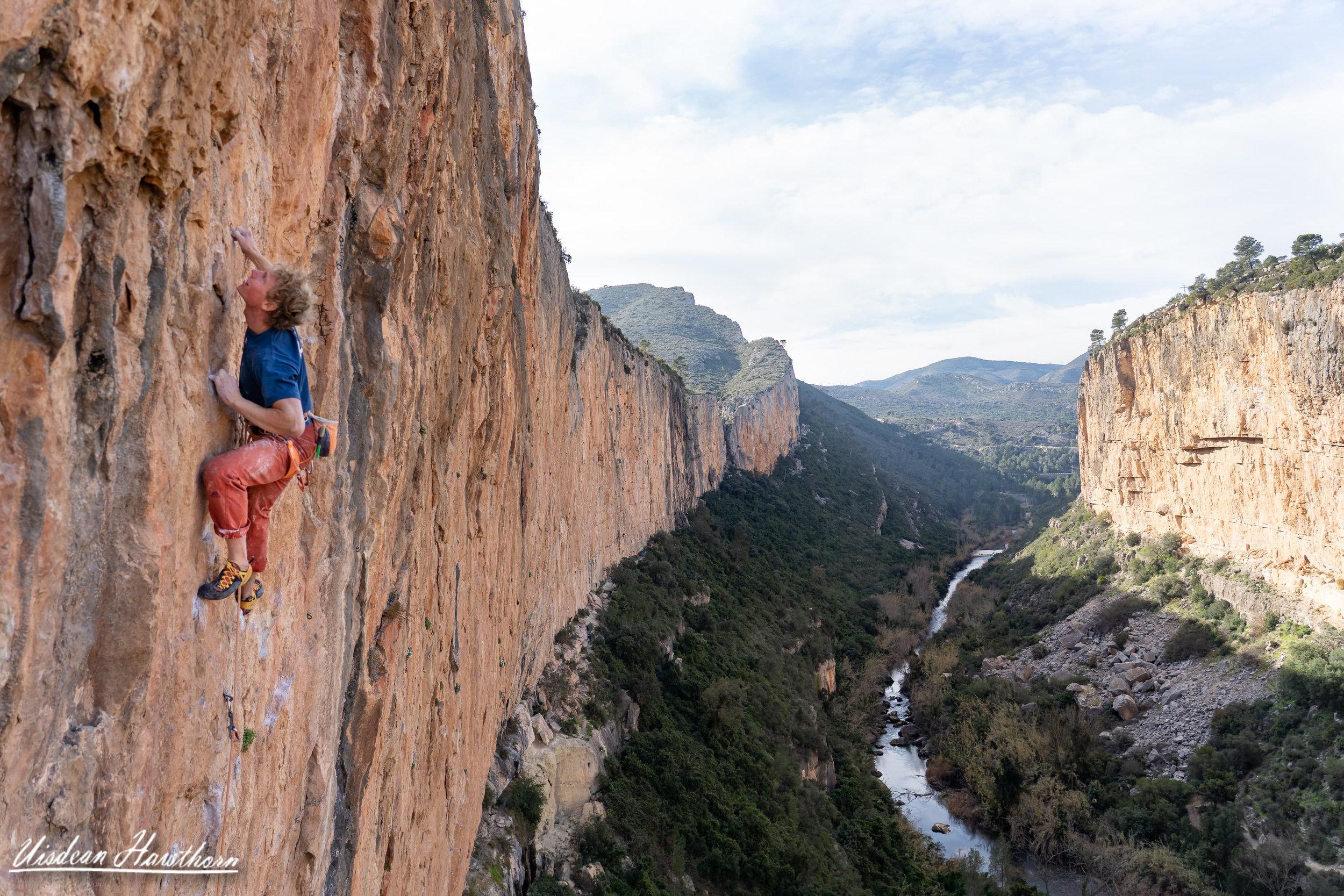 La Mala (8b), Chulilla, Spain. Photo: Uisdean Hawthorn