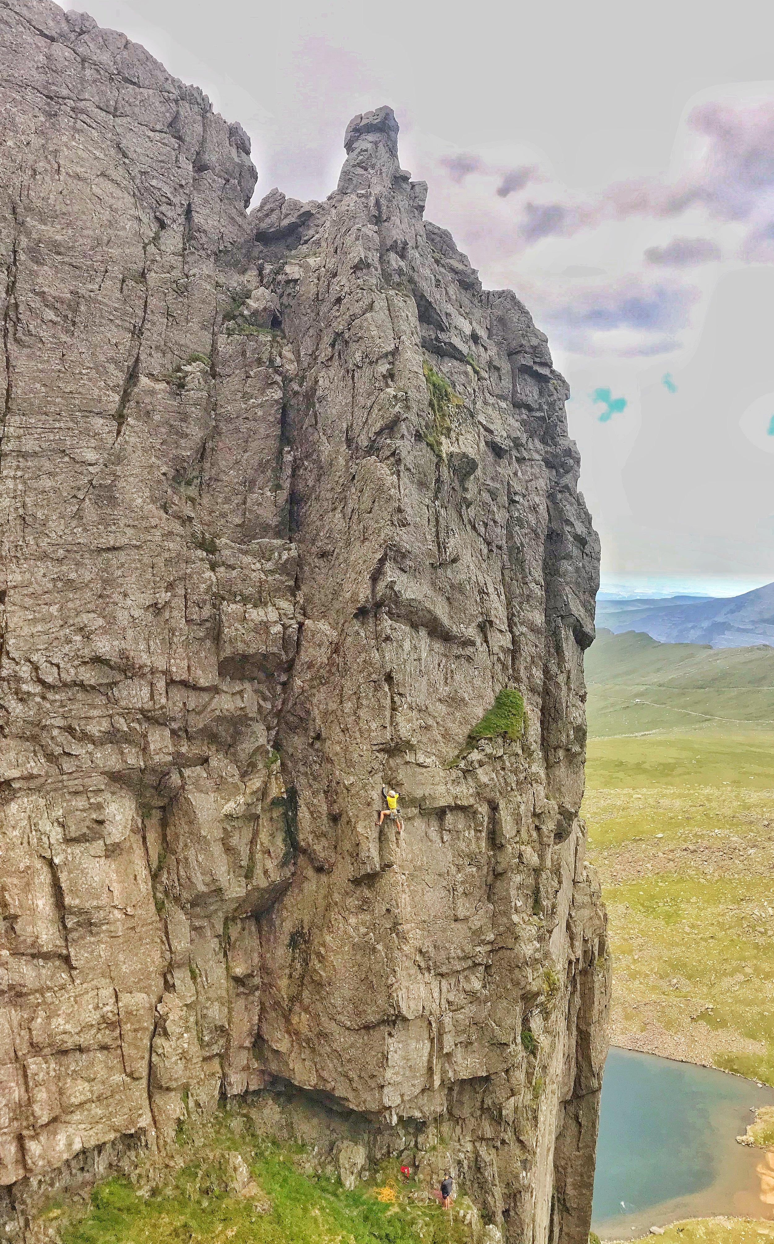 Owen Davies climbing The Axe (E4 6a).