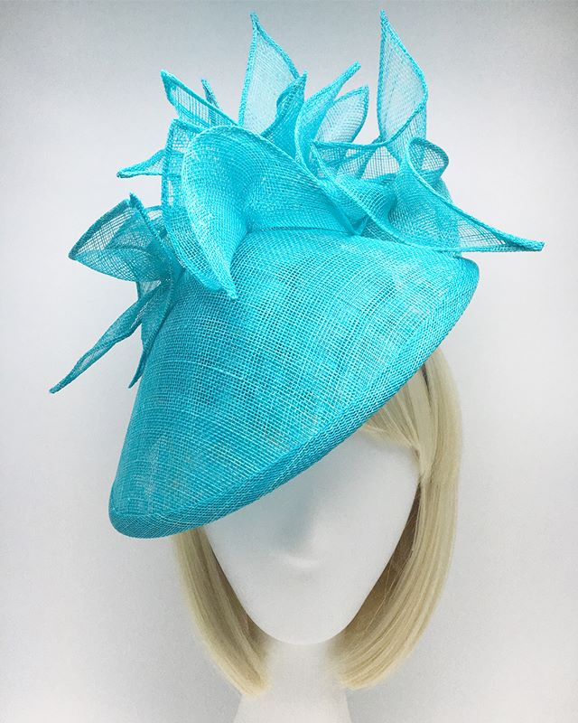 💙🐬🐠🐬💙 In love with this color! . . .  #madeinbrooklyn #madeinnyc #couturemillinery #fascinator #hats #derbyhats #millinery #custommillinery #customhats