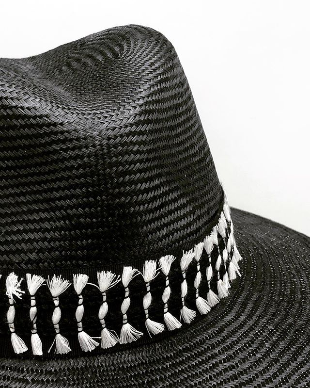 Can never go wrong with black and white ▪️⚪️🖤⚪️▪️ . . .  #customhats #couturehats #millinery #finemillinery #fedoras #strawfedoras #blackfedora #sunhats #madeinnyc #madeinbrooklyn