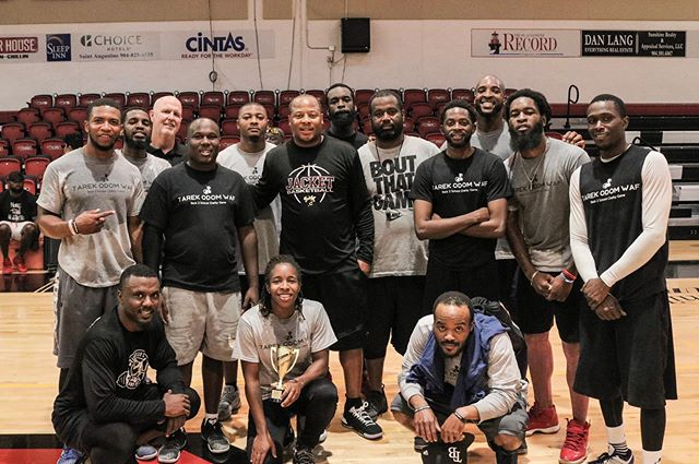 Such an amazing back to school event put on each year by @worldbfree @wafoundation in the loving memory of the late, great Tarik Odom! And always good to see our former Yellow Jacket Coaches & Hoopers come back and lace them up for a great cause! #OnceAJacketAlwaysAJACKET Hope to see you all again at our Annual Jacket Hoops Club Alumni Game November 30th! #GoJACKETS #LockIN