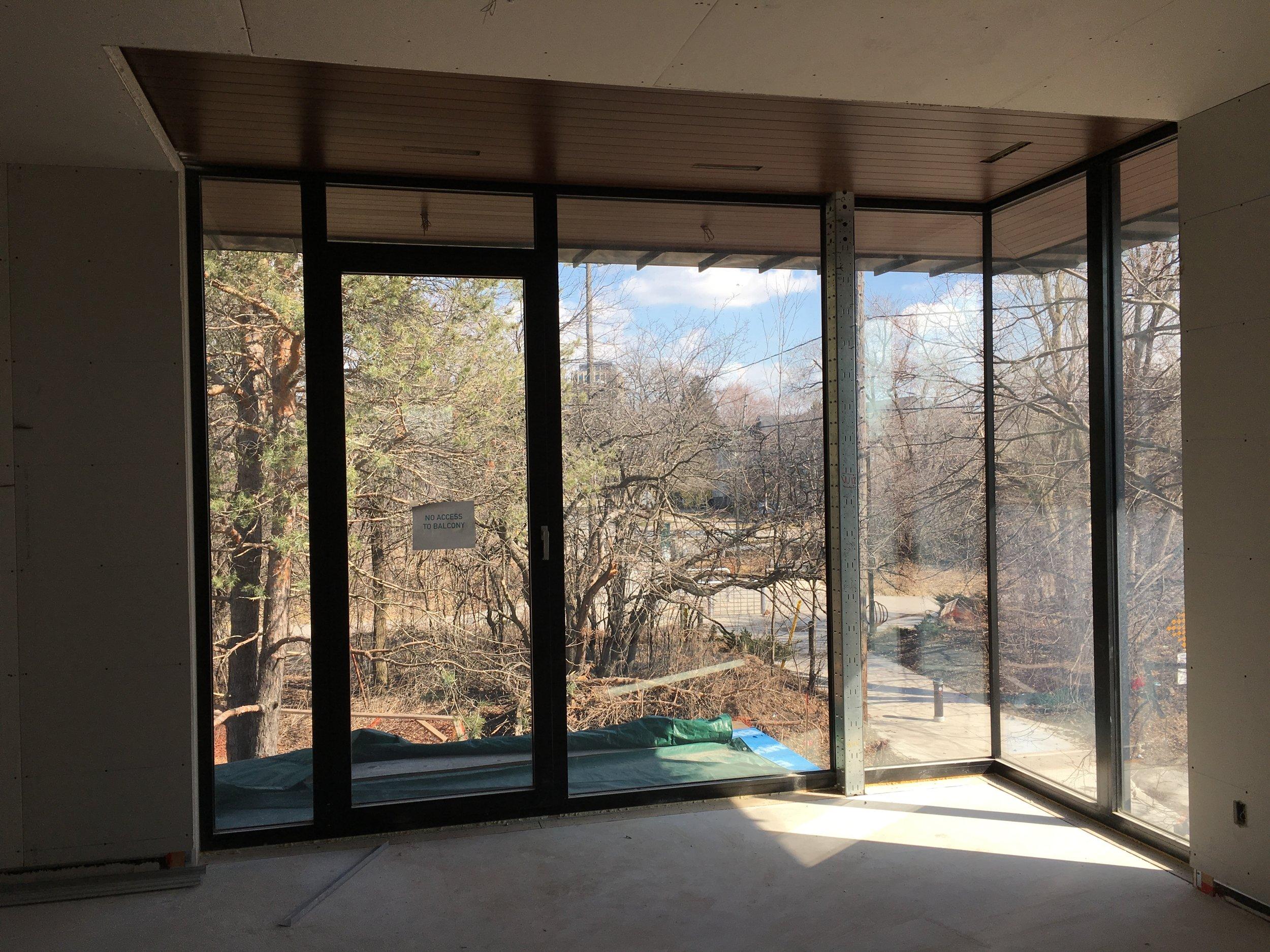 Corner window condition using 65 Series Entrances and Doors.
