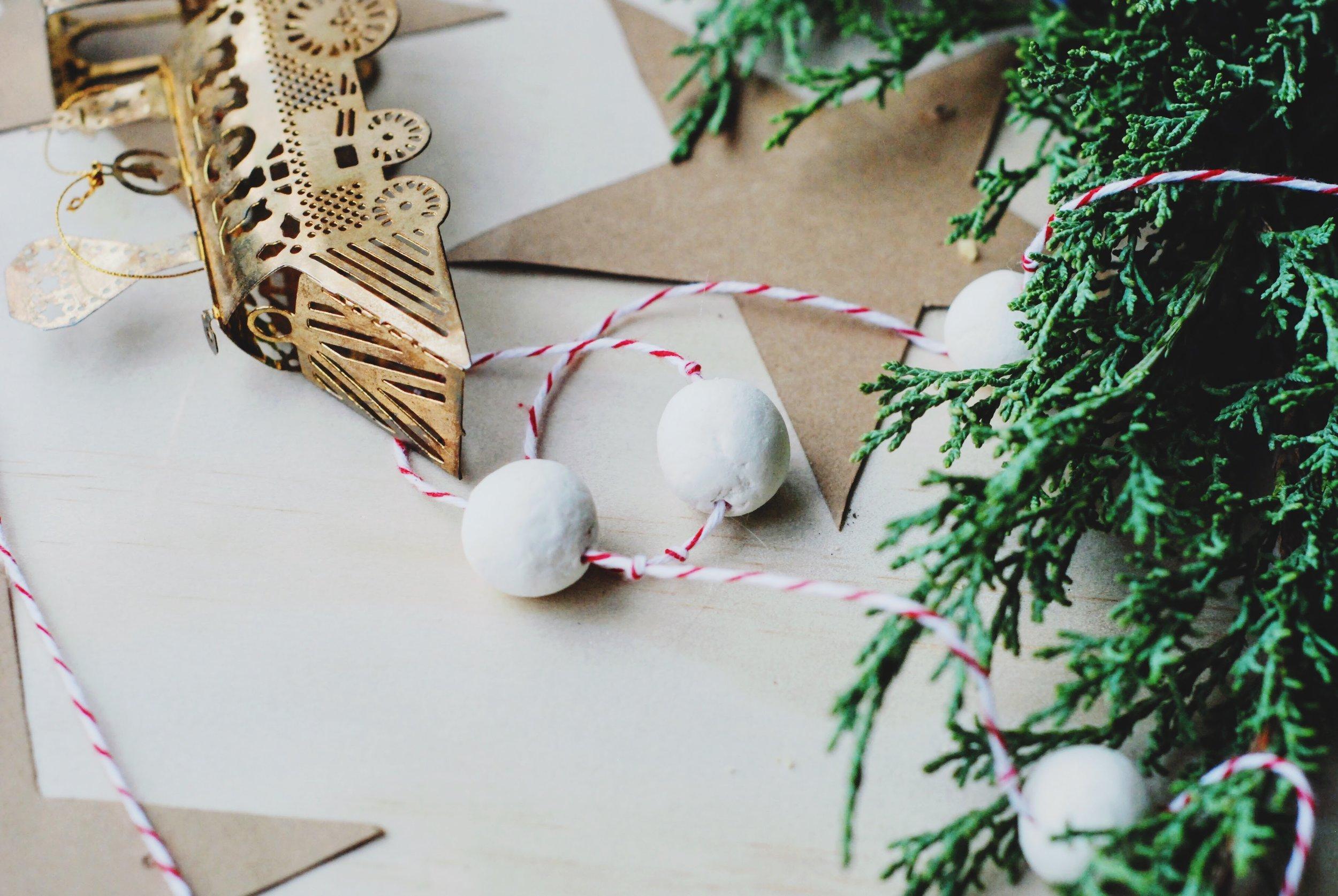 DIY - the slow art of making Christmas beads - minimalist Christmas
