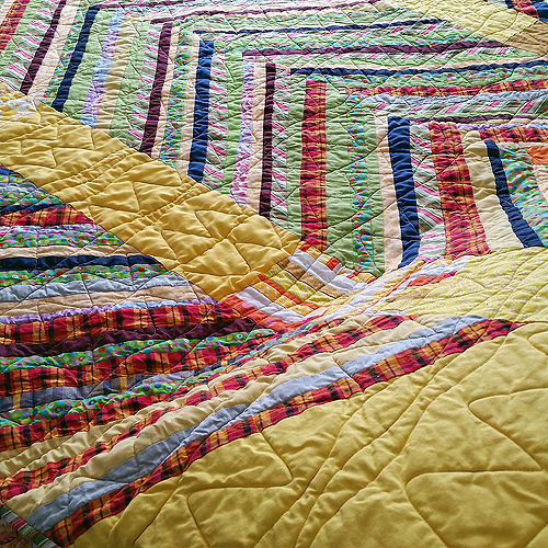 walking-on-sunshine-quilting-detail-1-72-500