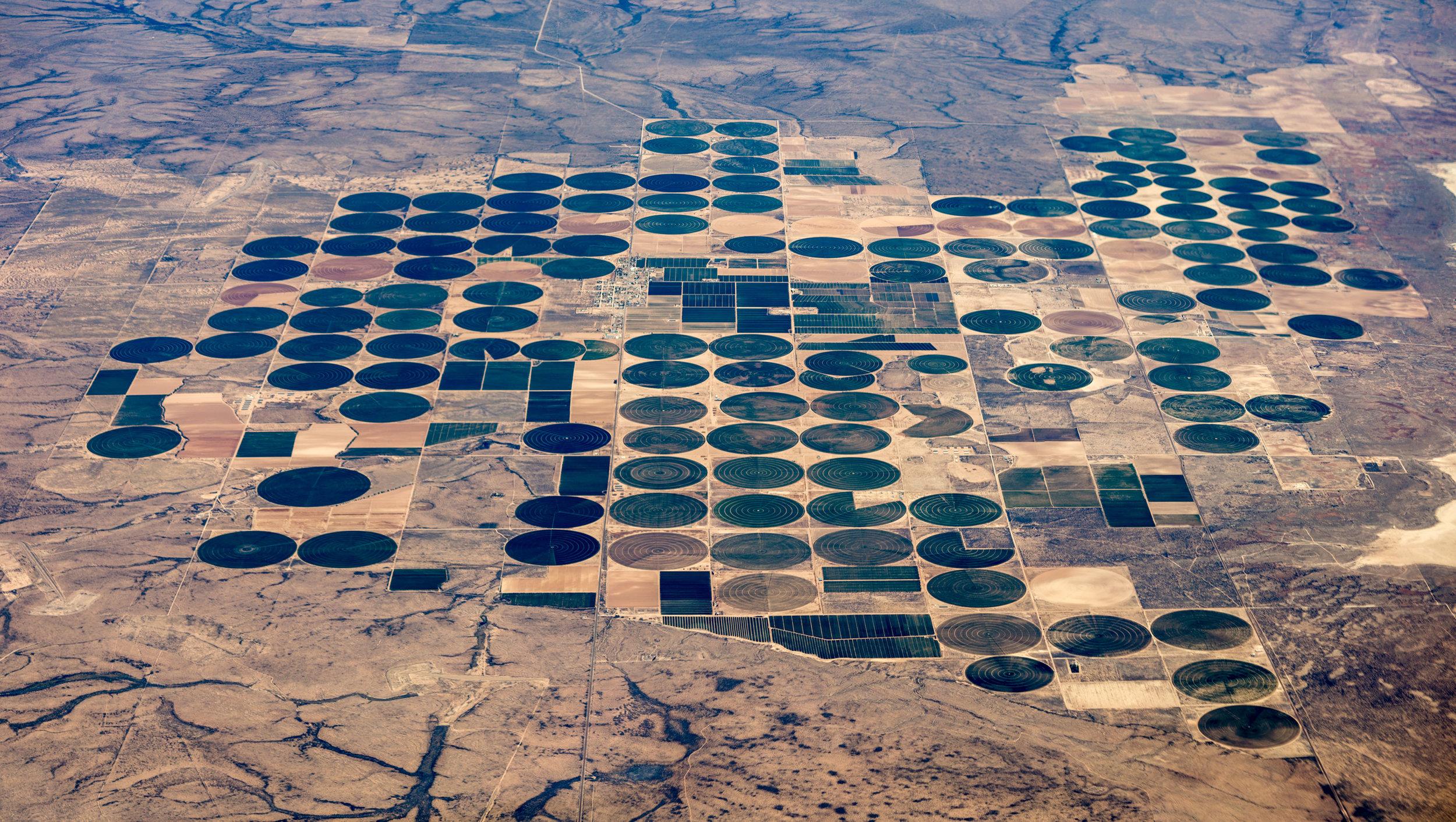 40,000 acres center-pivot aquifer irrigation at Dell City, Texas