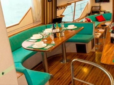 The dining deck and air conditioned lounge are the perfect place to unwind after long days of diving.