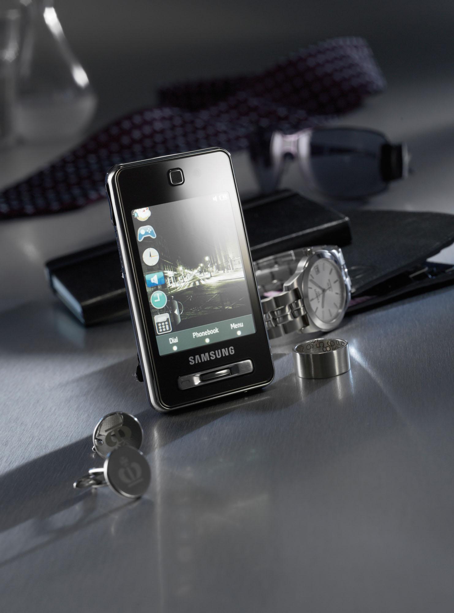 Leo-Burnett-Samsung-F480-GQ-Advert_Original.jpg