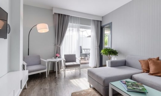 one-bedroom-suite-w-balcony_02-556x310.jpg
