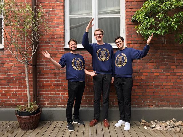 Med den här bilden vill vi som har postat(Elias, Oscar och Johan) och alla andra i Lunds studentsångare tacka för den här veckan och önska en glad vår! 🌸 Följ oss gärna på @studentsångarna för att inte missa kommande konserter och annat roligt! . . . . #akademiskaföreningen #lundsstudentsångare #lund #maglekonserthus