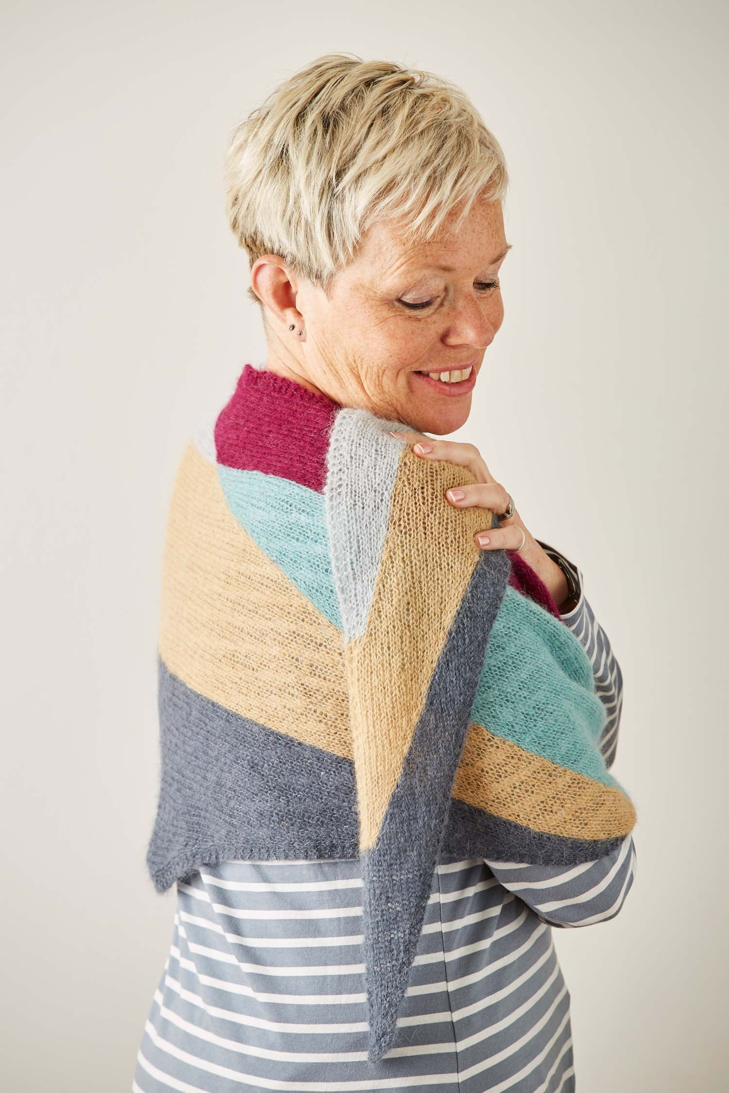 The clever way that the intarsia and shaping work together make this a simple project to work on, no matter where you are.
