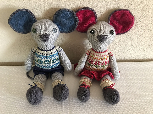 KnittingJoy created Alexander and Lexi with fabulous Fair Isle patterning and lots of cute details. Read all about it over on her project pages:  Alexander  and  Lexi  Mouse