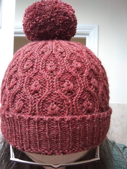 AnnaKSimpson tried out the tubular cast on for her  Apple Swizzle Hat , subbing  Coop Knits Socks Yeah! DK .
