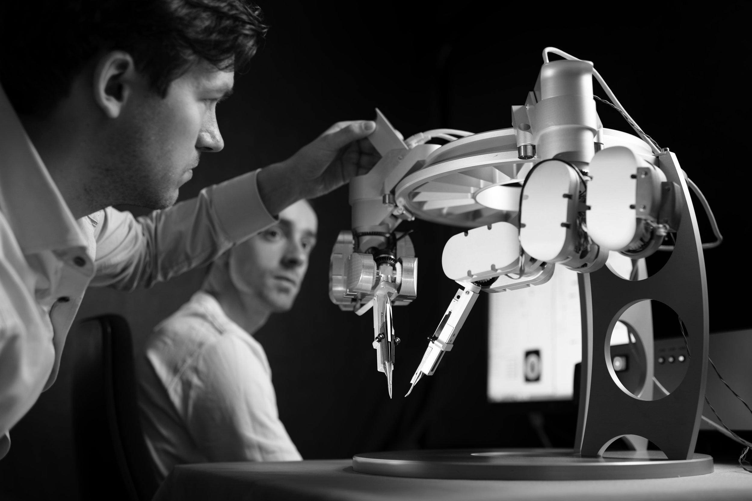 BvOF 2014_0207_FPcrop rechten TUe microsurgical robot.jpg