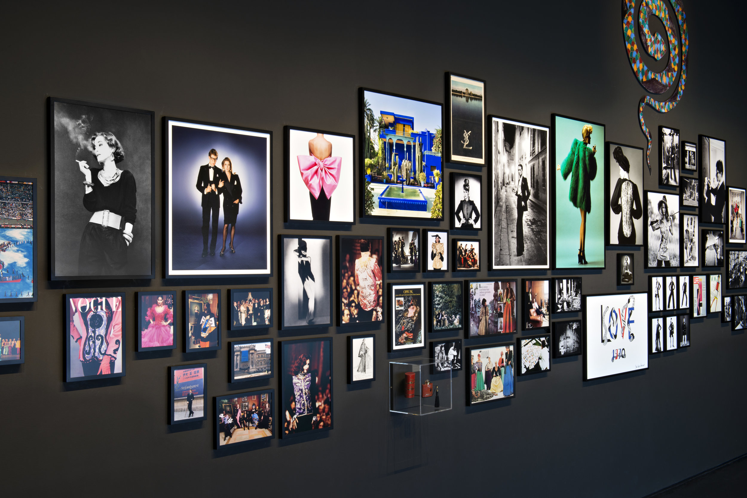 Salle YSL, featuring images by Helmut Newton, Michael Roberts, Jeanloup Sieff and others Photo © Fondation Jardin Majorelle / Photo Nicolas Mathéus