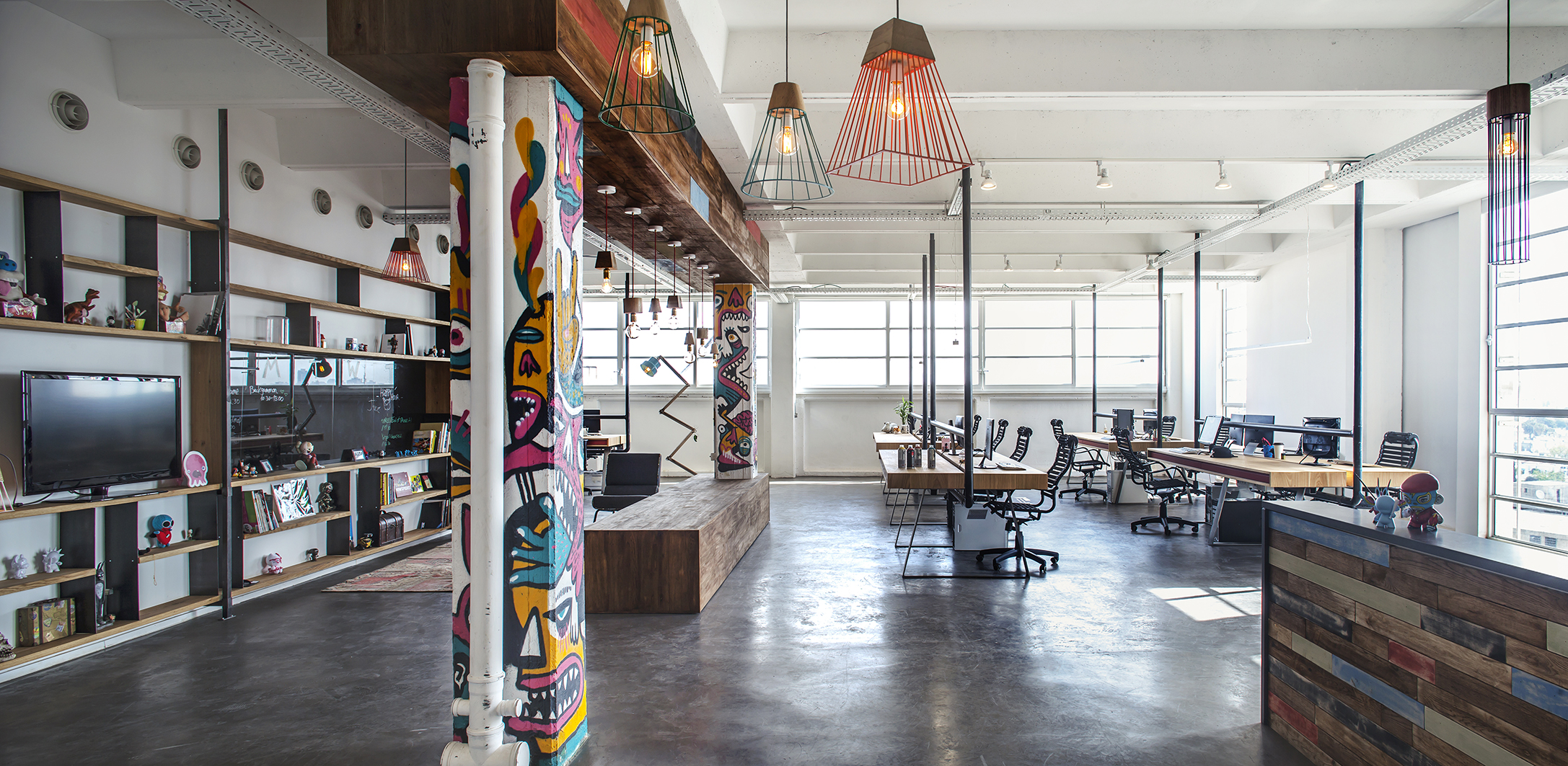 JELLYBUTTON GAMES   Edgy, playful and laid-back were the three main aspects Jellybtn and Hamutzim Studio wanted for their industrial new office space. Situated in an industrial low-fi loft on Shoken st' the space was ...