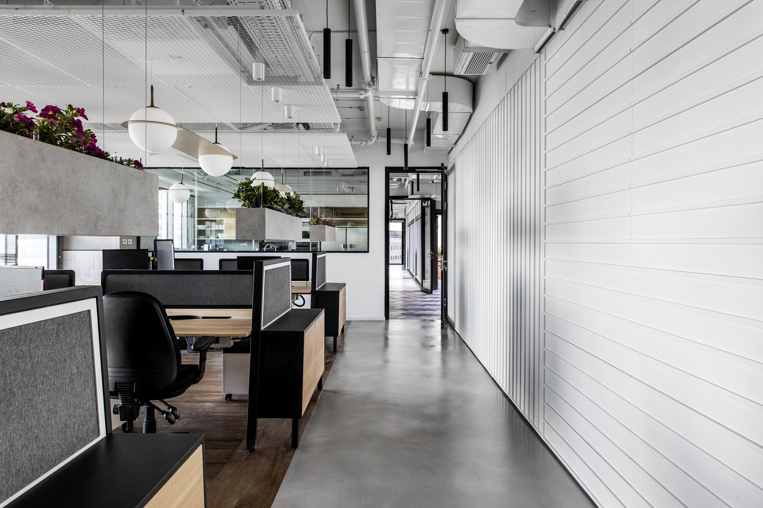 R2NET OFFICES - ROY DAVID ARCHITECTURE  STUDIO - רואי דוד אדריכלות סטודיו אדריכלים - אר2נט (1).jpg