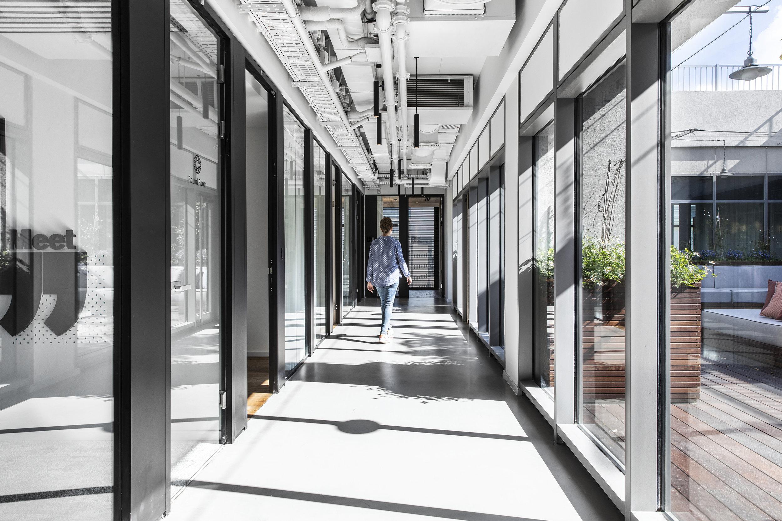 R2NET OFFICES - ROY DAVID ARCHITECTURE  STUDIO - רואי דוד אדריכלות סטודיו אדריכלים - אר2נט (3).jpg