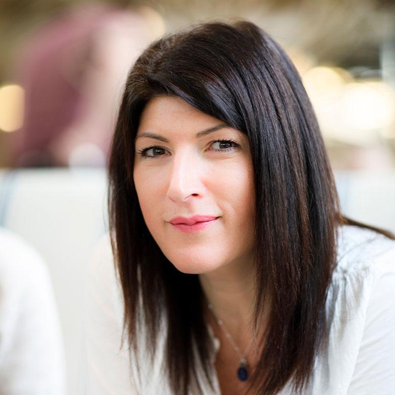 Allie Astell  Digital Manager/// Allie Astell  Directrice du Numérique/// Allie Astell  Quản lý kỹ thuật số